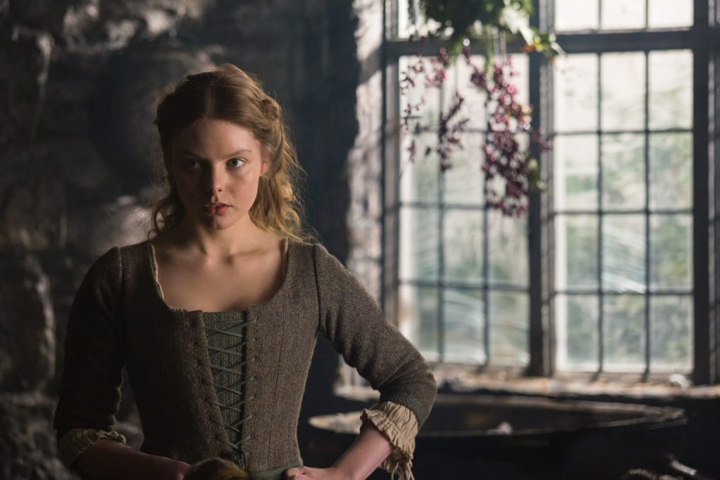 Nell Hudson (Laoghaire MacKenzie)