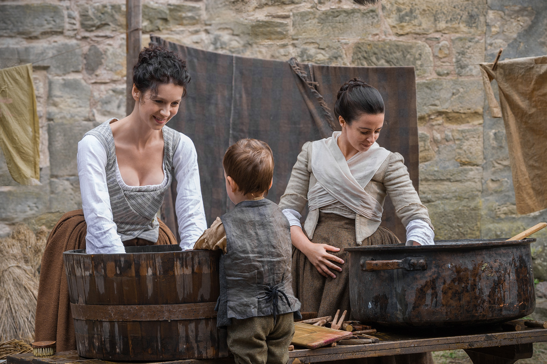 "Previews and official photos of 'Outlander' Episode 113 ""The Watch"""