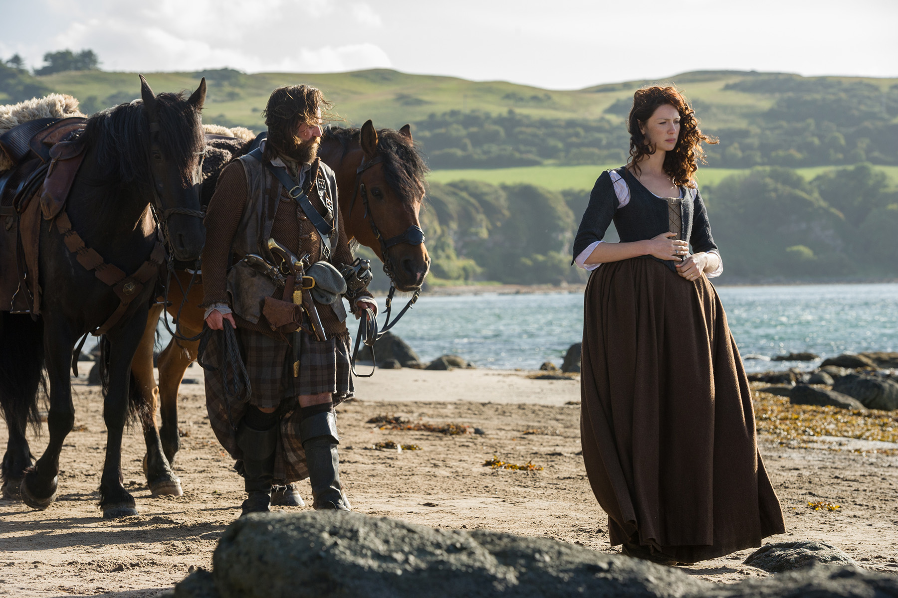 Duncan Lacroix (Murtagh Fitzgibbons) and Caitriona Balfe (Claire Randall Fraser)