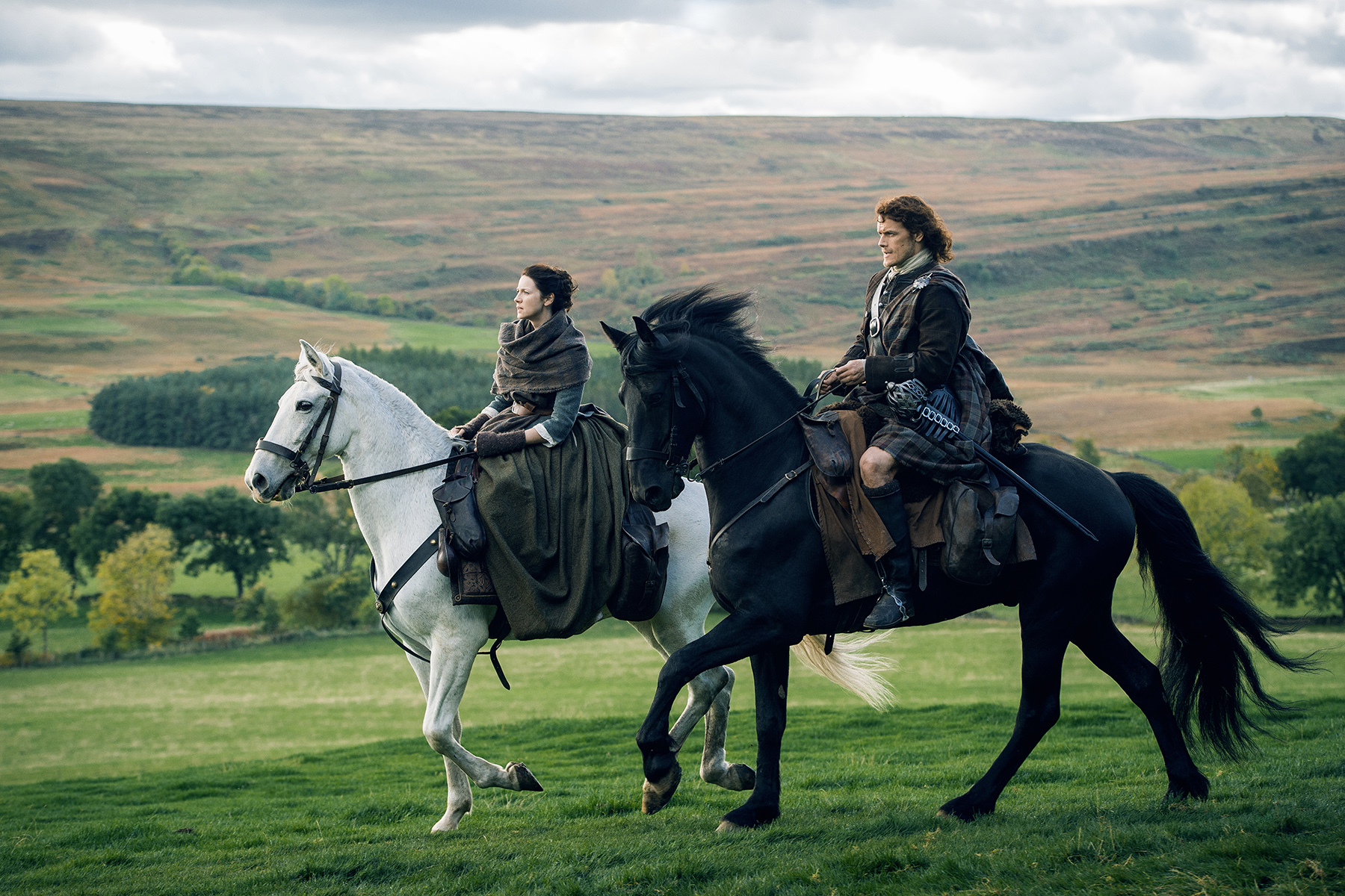 Caitriona Balfe and Sam Heughan (Claire Randall Fraser and Jamie Fraser)
